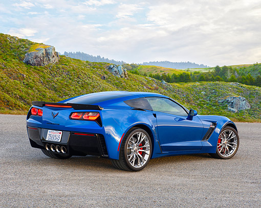 VET 01 RK1129 01 © Kimball Stock 2015 Chevrolet Corvette Z06 Blue 3/4 Rear View By Grassy Hills