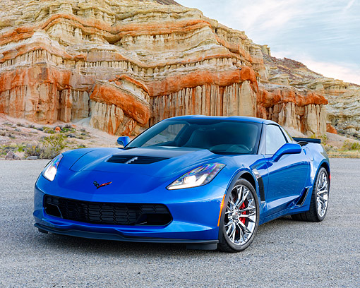VET 01 RK1131 01 © Kimball Stock 2015 Chevrolet Corvette Z06 Blue Low 3/4 Front View On Pavement In Desert