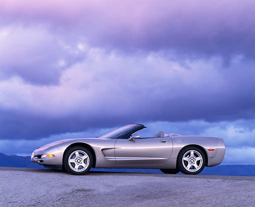 VET 01 RK0190 02 © Kimball Stock 1998 Chevrolet Corvette Convertible Silver 3/4 Front View On Pavement