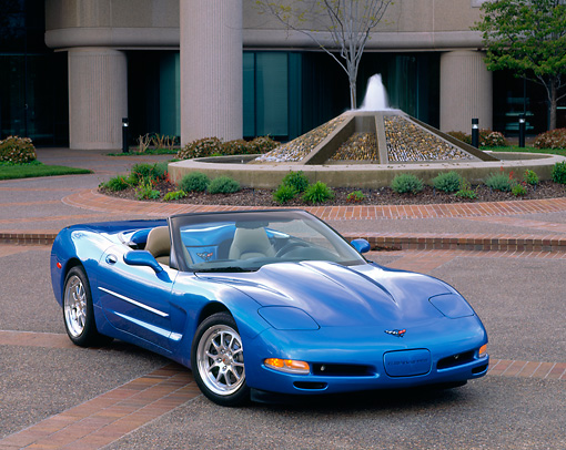 VET 01 RK0400 05 © Kimball Stock 1998 Chevrolet Corvette Convertible Blue 3/4 Front View On Pavements
