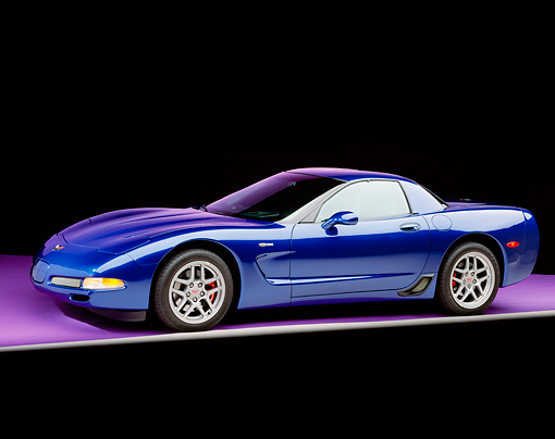 VET 01 RK0539 02 © Kimball Stock 2002 Chevrolet Corvette Z06 Hardtop Blue 3/4 Side View On Gray Line Purple Floor Studio