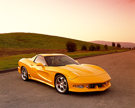 VET 01 RK0542 03 © Kimball Stock 2002 Chevrolet Corvette Z06 Avelate Yellow