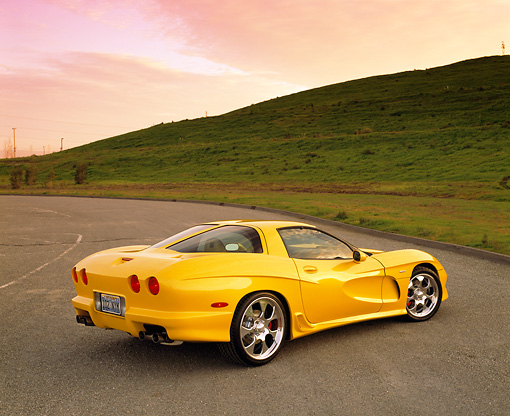 VET 01 RK0549 02 © Kimball Stock 2002 Chevrolet Corvette Z06 Avelate 3/4 Rear View On Pavement By Grass Hills
