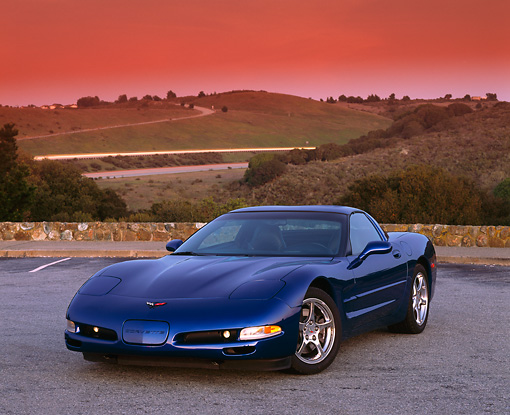 VET 01 RK0558 01 © Kimball Stock 2002 Chevrolet Corvette Coupe Blue 3/4 Front View On Pavement