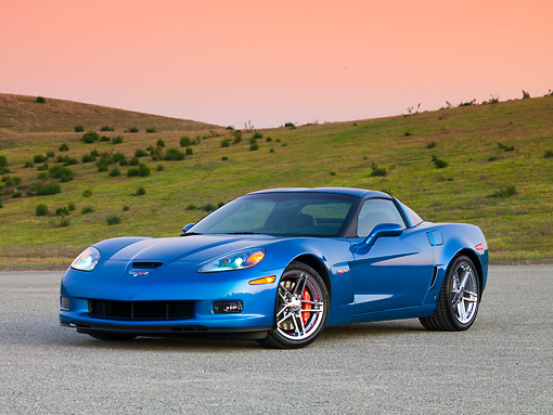 VET 01 RK0837 01 © Kimball Stock 2008 Chevrolet Corvette Z06 Coupe Blue 3/4 Front View On Pavement By Hills Sky