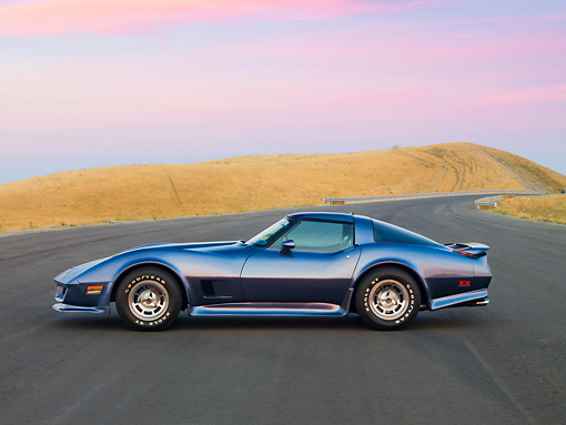 VET 01 RK0885 01 © Kimball Stock 1981 Chevrolet Corvette FSO Coupe Blue Profile View By Hills