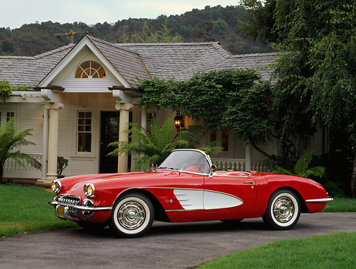 VET 02 RK0180 01 © Kimball Stock 1959 Chevrolet Corvette Fuel Injected Roadster Red 3/4 Side View On Driveway