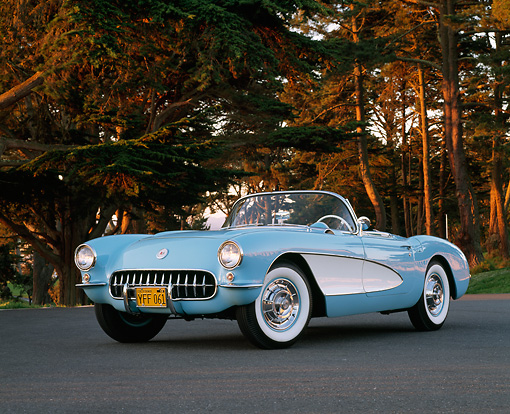 VET 02 RK0210 06 © Kimball Stock 1956 Chevrolet Corvette Convertible Hardtop Blue And White 3/4 Front View On Pavement