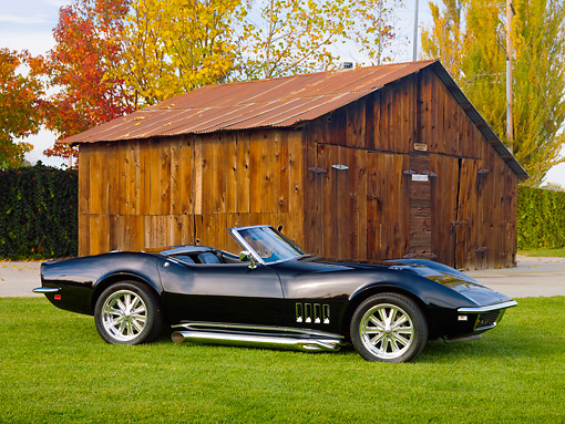 VET 03 RK0680 01 © Kimball Stock 1968 Chevrolet Corvette Black 3/4 Front View On Grass By Barn