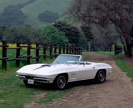VET 03 RK0042 01 © Kimball Stock 1967 Chevy Corvette 427 Convertible White 3/4 Front View On Dirt By Fence And Trees