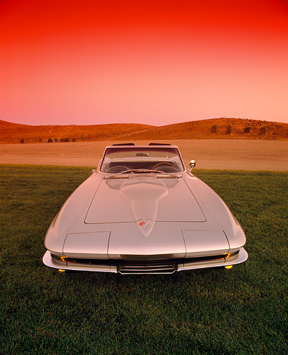 VET 03 RK0331 05 © Kimball Stock 1965 Chevrolet Corvette 396 Convertible Silver Wide Angle Head On Shot On Grass Red Filter