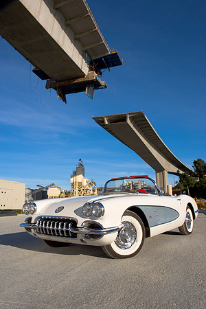 VET 03 RK0487 01 © Kimball Stock 1960 Chevrolet Corvette Convertible White Low 3/4 Front View On Pavement