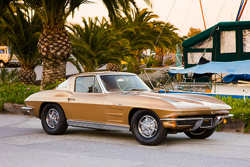 VET 03 RK0551 01 © Kimball Stock 1963 Chevrolet Corvette Sting Ray Coupe Gold 3/4 Front View By Marina
