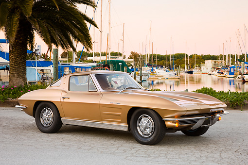 VET 03 RK0552 01 © Kimball Stock 1963 Chevrolet Corvette Sting Ray Coupe Gold 3/4 Front View By Marina