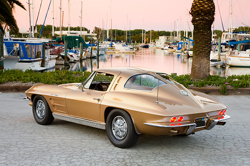 VET 03 RK0554 01 © Kimball Stock 1963 Chevrolet Corvette Sting Ray Coupe Gold 3/4 Rear View By Marina