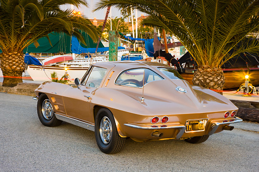 VET 03 RK0555 01 © Kimball Stock 1963 Chevrolet Corvette Sting Ray Coupe Gold 3/4 Rear View By Marina