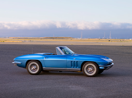 VET 03 RK0600 01 © Kimball Stock 1965 Chevrolet Corvette Convertible Nassau Blue Profile View On Pavement By Hills