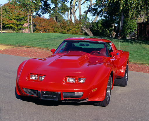 VET 05 RK0016 08 © Kimball Stock 1977 Chevrolet Corvette Sebring Greenwood Red 3/4 Front View On Pavement
