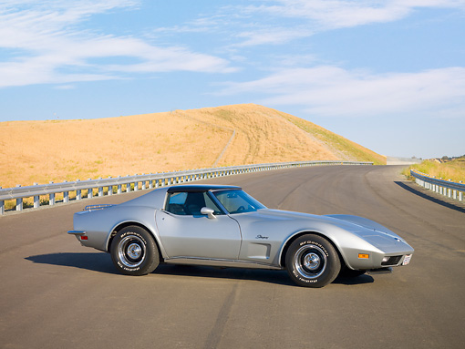 VET 05 RK0163 01 © Kimball Stock 1973 Chevrolet Corvette Coupe Silver 3/4 Front View By Hill