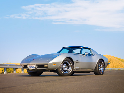 VET 05 RK0168 01 © Kimball Stock 1973 Chevrolet Corvette Coupe Silver 3/4 Front View By Hill
