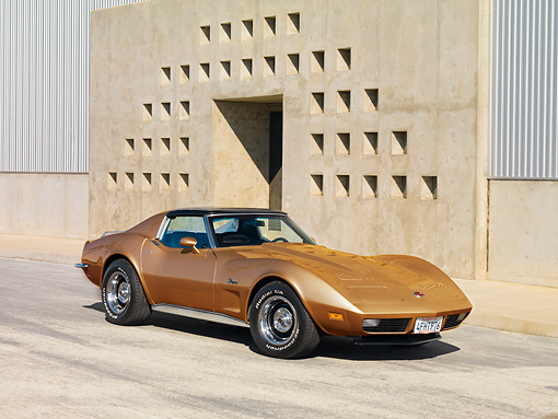 VET 05 RK0170 01 © Kimball Stock 1973 Chevrolet Corvette Coupe Gold 3/4 Front View By Building