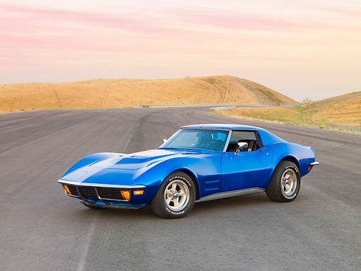 VET 05 RK0176 01 © Kimball Stock 1972 Chevrolet Corvette Coupe Blue 3/4 Front View By Hill