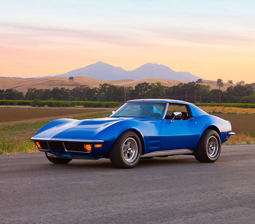 VET 05 RK0183 01 © Kimball Stock 1972 Chevrolet Corvette Coupe Blue 3/4 Front View By Mountains
