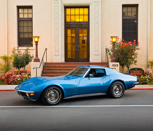 VET 05 RK0185 01 © Kimball Stock 1971 Chevrolet Corvette Stingray Blue 3/4 Front View On Pavement By Building