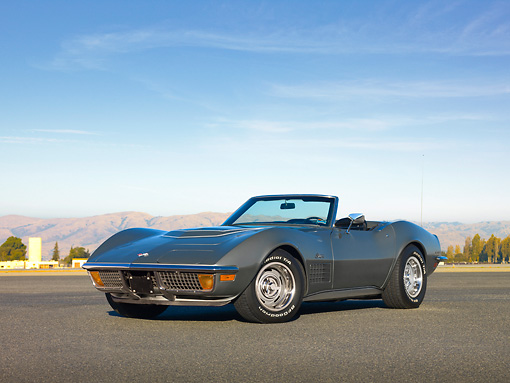 VET 05 RK0195 01 © Kimball Stock 1972 Chevrolet Corvette LT1 Convertible Gray 3/4 Front View On Pavement