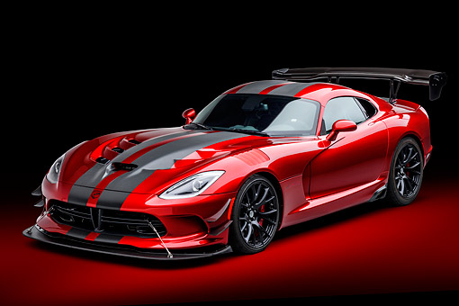 VIP 01 BK0073 01 © Kimball Stock 2016 Dodge Viper ACR Coupe Extreme Aero Package Handcrafted Supercar 3/4 Front View In Studio