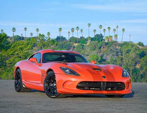 VIP 01 RK0352 01 © Kimball Stock 2016 Dodge Viper GT Orange 3/4 Front View By Hills With Palm Trees